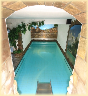 so sp t noch auf willkommen im ferienhaus mit schwimmbad. Black Bedroom Furniture Sets. Home Design Ideas